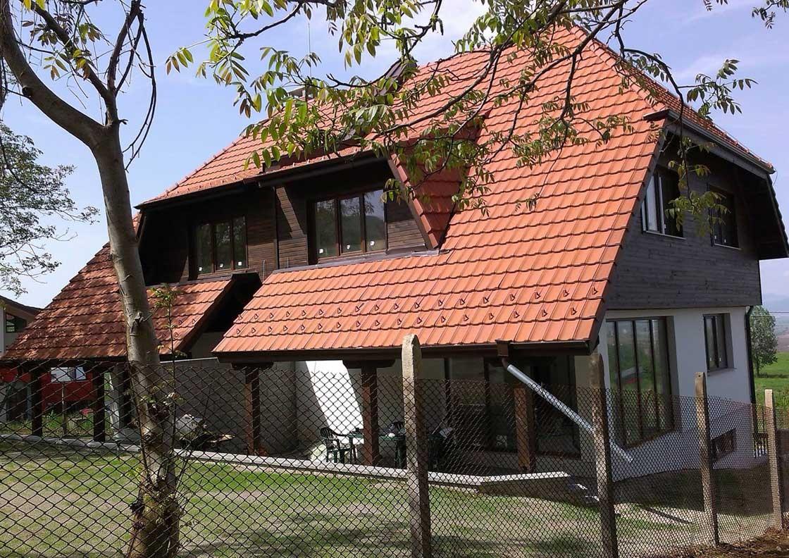 Двуфамилна жилищна сграда